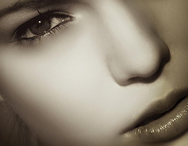 魅力的な唇を手に入れるオススメのケア方法